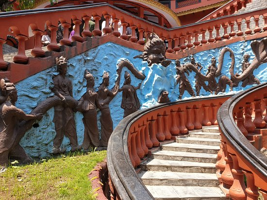 Pokhara, Nepal: sculpture on the stairs