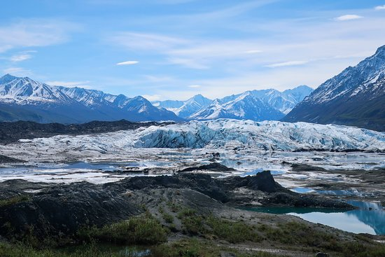 The view of the glacier and surrounding mountains from the parking lot.