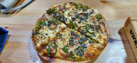 Ema datshi pizza