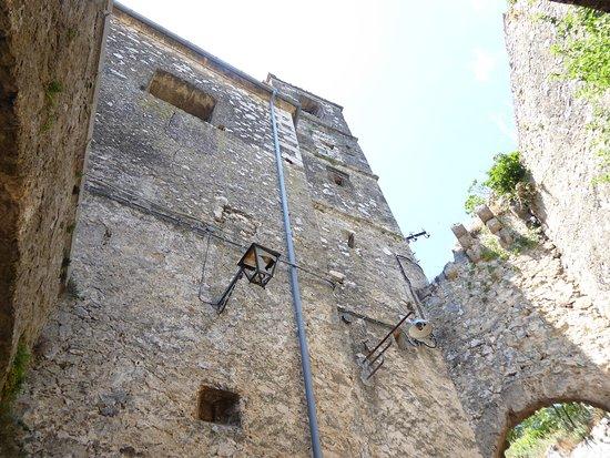 Rocchetta Al Volturno, Italy: side view of  Chiesa di Santa Maria Assunta