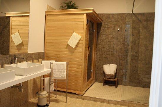 Ampio bagno nella Suite con sauna infrarossi