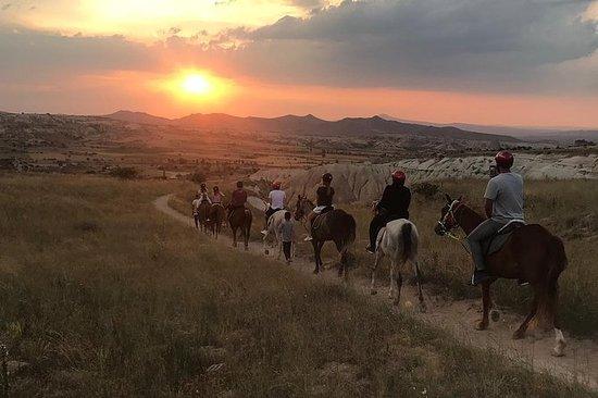 Sunset Horsebackriding tur gjennom...