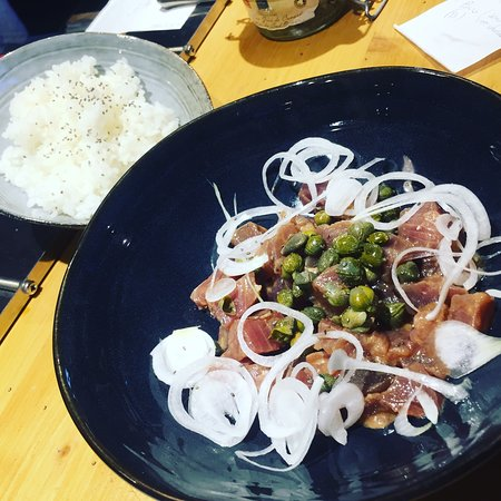 Bisca Surf Café: Tartare thon câpre accompagné d'un bowl de riz 