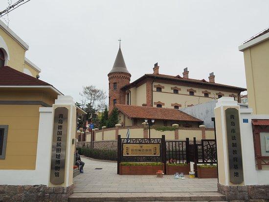 監獄旧跡正門。