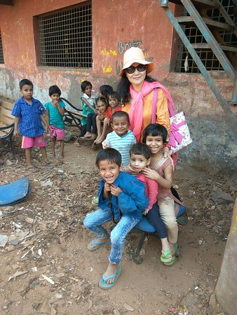 Slum Dreams Tours: Pic with Dharavi slum kids.