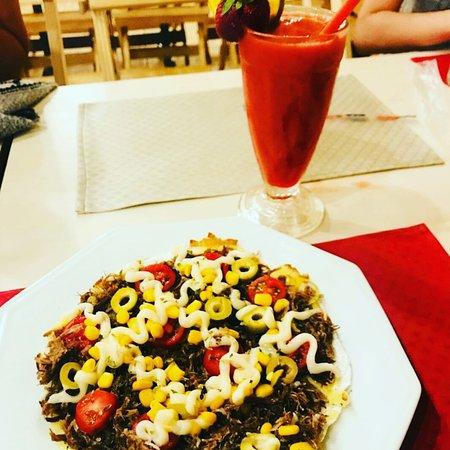 Da Minha Mãe - Tapiocaria & Café: Tapioca Nordestina c carne seca desfiada refogada na manteiga de garrafa, milho,Azeitona, tomates cereja e catupiry.