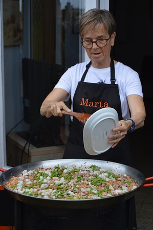 Marta's Private Paella Cooking Classes : Can you smell it yet? Yum!
