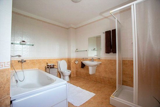 Apriltsi, Bulgarije: bathroom