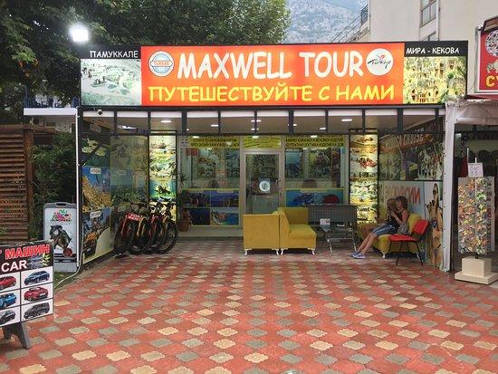 Maxwell Tour