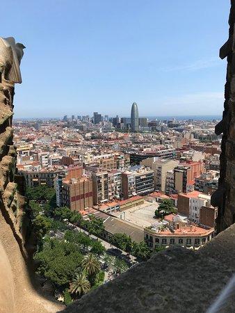 Foto de Entrada a la Basílica de la Sagrada Familia con acceso a las torres