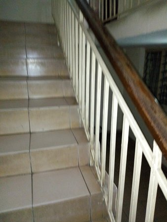 Nicholla hotel and suites: STAIRS