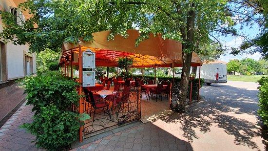 Senta, Serbia: terasz