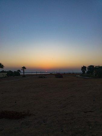 Coral Beach Hurghada Resort: Рассвет