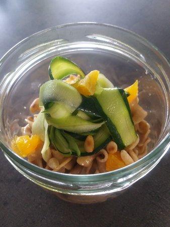 Salade de crètes de coq, oranges & ses tagliatelles de courgettes.
