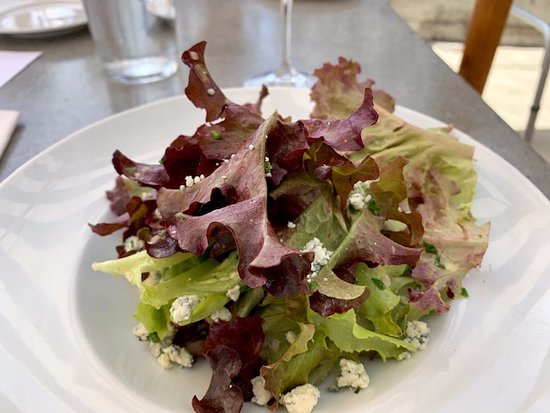 Angèle Restaurant and Bar: Elegant and perfectly dressed salad
