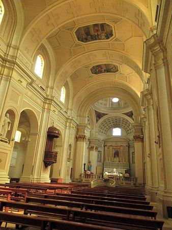 vista sulla navata centrale