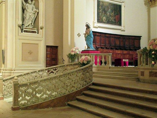accesso all'altare maggiore