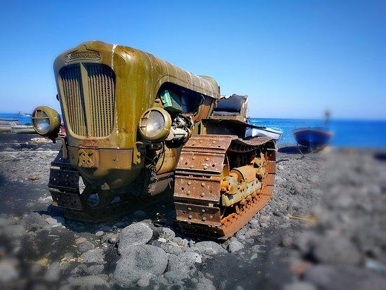 😳... una LAMBORGHINI sulla spiaggia di Stromboli ? 🤣🤣🤣