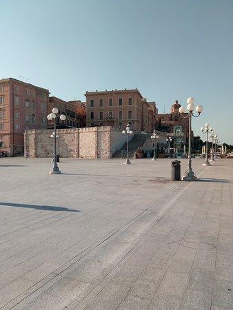 Cagliari, Italy: La terrazza del Bastione di S.Remy, col suo antico fascino