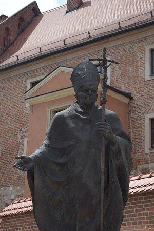 Wawel Royal Castle: la statue jean paul II