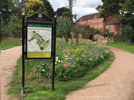 Queen Elizabeth II Jubilee Gardens: One of the park entrances