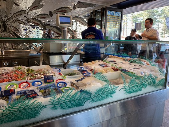 Manly Fish Market: Locals pick-up fresh seafood