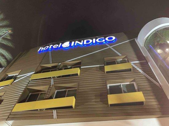 Hotel Indigo Anaheim: front of the hotel