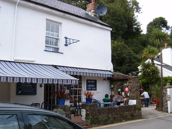 The Cove Cafe: Front Façade of The Cove Café at Pentewan