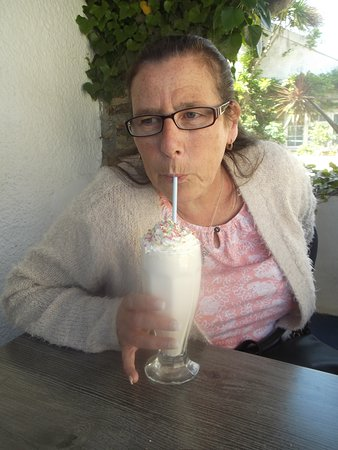 The Cove Cafe: Sensational Scrummy Strawberry Milkshake