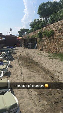 Hotel Grand Kaptan: petanque at the beach with Samet :-)