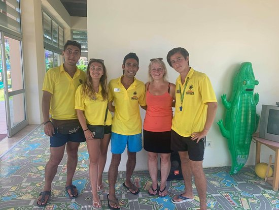 Hotel Grand Kaptan: The Entertainment (Cyhen, Sofia, Ehmet, Guest Margit and Samet. Elina has water gym. The manger is busy.  This Team is the best :0)