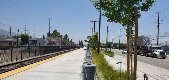 Metrolink: Burbank Airport North Station.