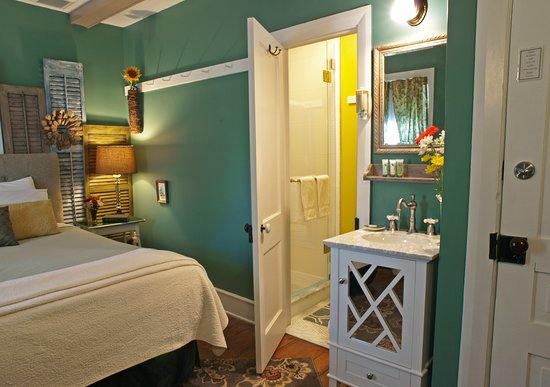 Country farm house built in 1825.   - Picture of 1825 Inn Bed and Breakfast, Palmyra - Tripadvisor