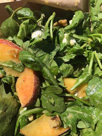 Arugula salad with peaches, chèvre & walnuts
