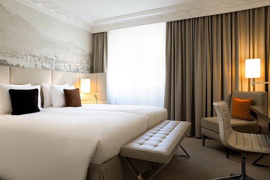 Renaissance Lucerne Hotel: Guest room