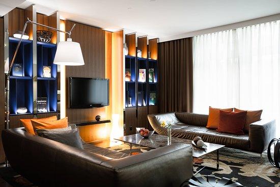 Renaissance Lucerne Hotel: Bar/Lounge