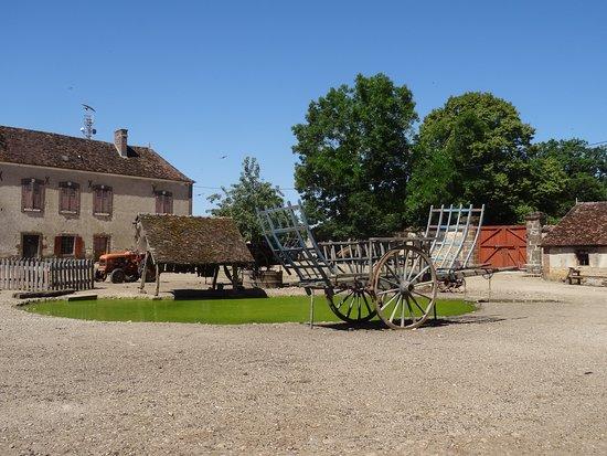 La Ferme du Château: cours interieure