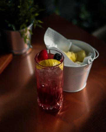 MondoFood Mondovì Breo: Da MondoFood l'aperitivo è concepito e servito con la stessa considerazione del pranzo e della cena: prodotti di prima qualità accompagneranno i vostri cocktail, anch'essi preparati a regola d'arte, come d'altronde la nostra partnership con Martini garantisce.