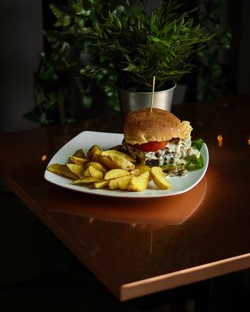 MondoFood Mondovì Breo: Per i nostri hamburger scegliamo le migliori carni della zona e le accostiamo a contorni altrettanto saporiti.