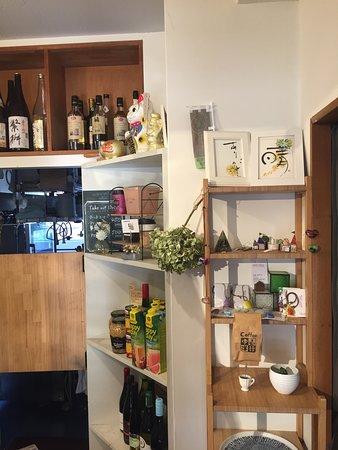 사진에 대해 좀 더 자세하게 알려주세요.slowly kitchen