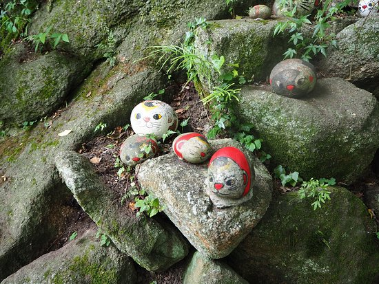 Neko no Hosomichi: 石頭貓