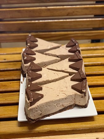 We have a new cheesecake!  Toblerone ready to walk out the door as always! 🤤