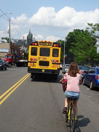 Tour inusual en bicicleta por Brooklyn en francés: Bus school dans Brooklin