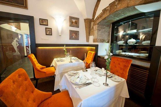 Alabardos Restaurant: Room of Knights