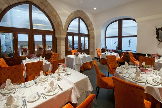 Alabardos Restaurant: Gothic terrace