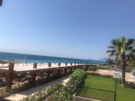 Akka Alinda Hotel: Yorumlar kesinlikle doğru bizde tereddüt ederek gelmiştik fakat personel kalitesi çok iyi.. çok ilgili ve kibarlar.. Pool bar emin bey Denizlili Mustafa bey çok memnun kaldık kesinlikle tavsiye ederiz hala oteldeyiz ve gitmek istemiyoruz 😉