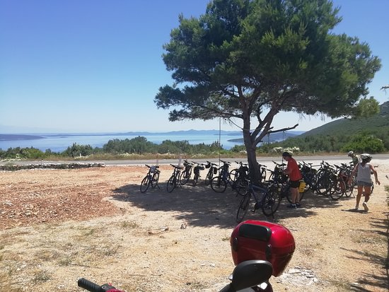 Dragove, Kroatia: Bikes in front