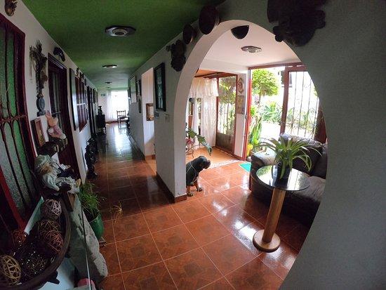 San Agustin Archaeological Park: La casa Quinta de dos pisos cuenta con capacidad hasta para 36 personas distribuidas en habitaciones privadas con baño privado, acomodación múltiple con baño compartido y habitaciones familiares para 6-8 personas.