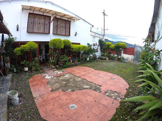 San Agustin Archaeological Park: Parqueadero Privado dentro de la misma casa quinta