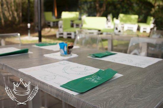 Il lavoro ti stressa? 🥶 La sessione d'esami incombe? 😱 Il caldo non ti dà tregua? 🔥 Stacca la 'spina' 🍻 con una cena nel favoloso giardino di #MaltoReale 🍔🍕